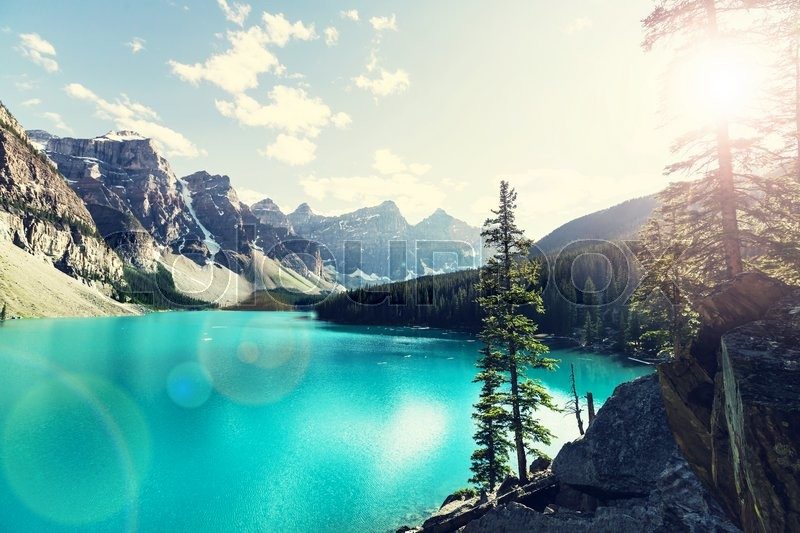 Stock image of 'Beautiful Moraine lake in Banff National park, Canada'