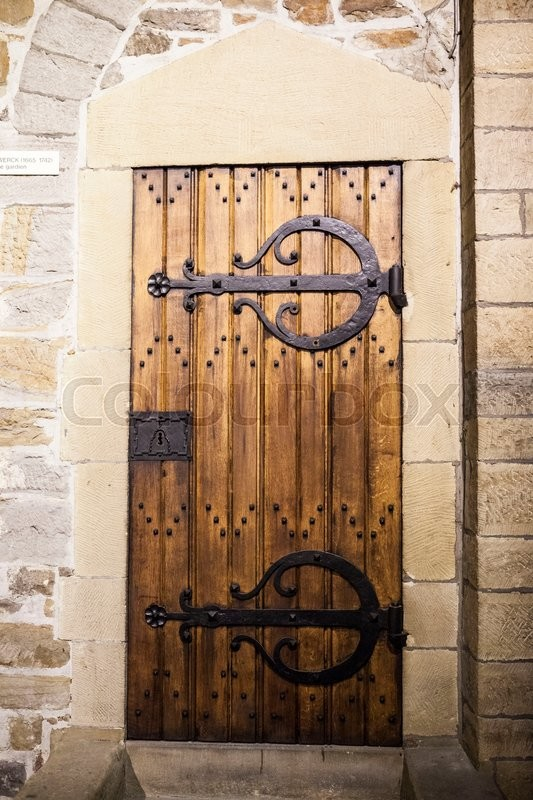 Stock image of 'A large wooden door closed an old fortress in the stone wall of the castle in Germany on the Rhine River.'