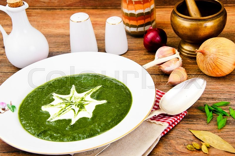 Stock image of 'Fresh Green Mashed Spinach Soup Studio Photo'