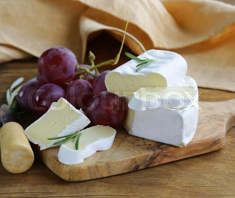 Stock image of 'soft cheese with a white mold (brie, camembert)'