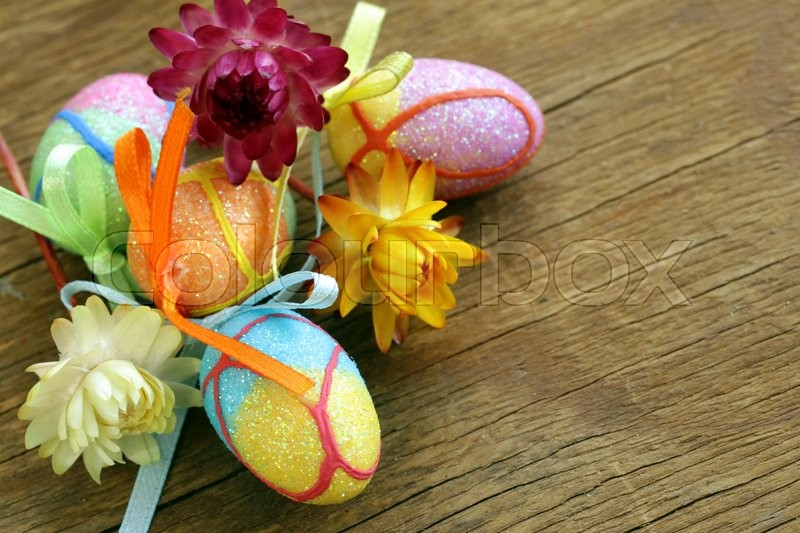 Stock image of 'Decorative easter eggs on wooden background'
