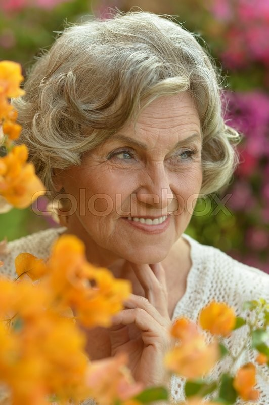 Stock image of 'Portrait of beautiful senior woman outdoor in summer park'