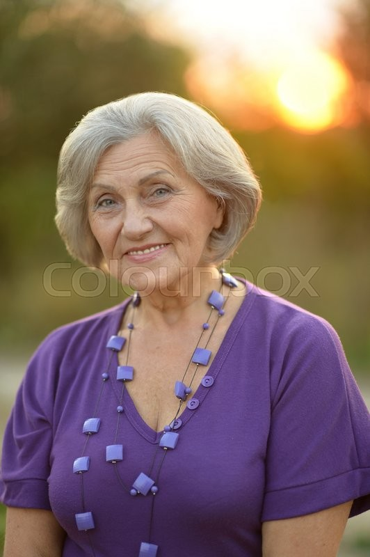Stock image of 'Portrait of a senior woman in summer park'