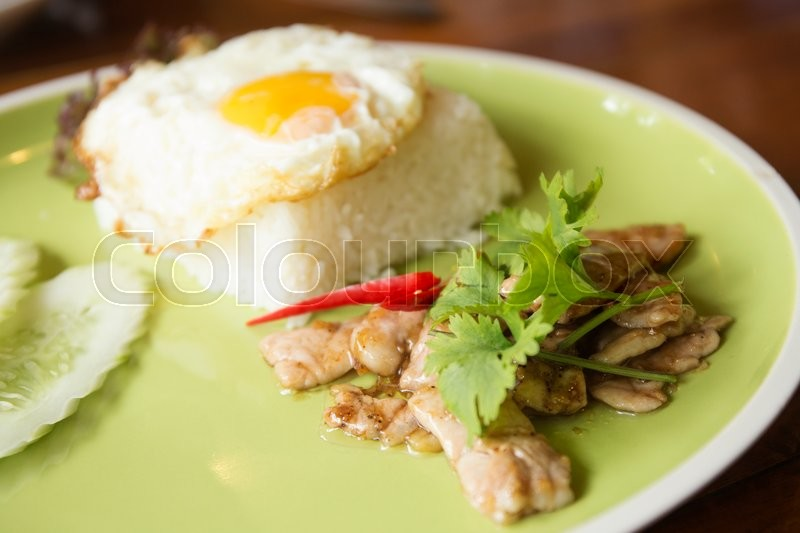 Stock image of 'Stir fried pork with garlic and pepper serve with steam rice,fried eggg / sective focus'