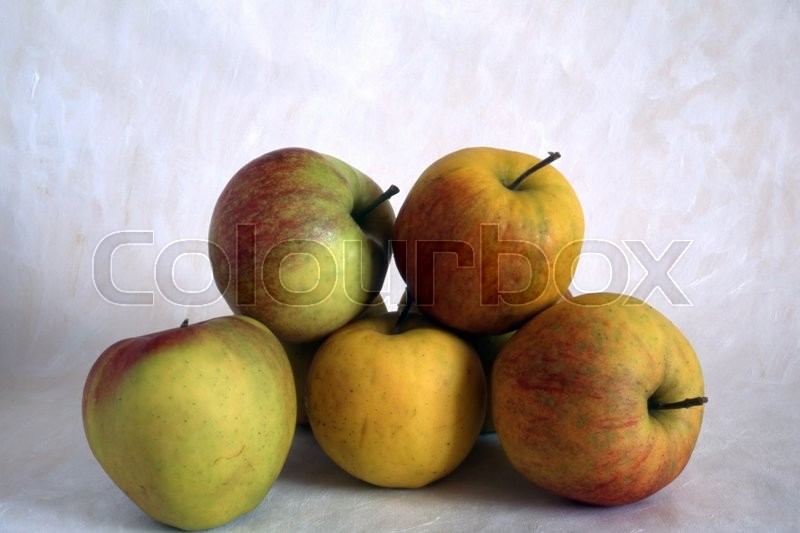Stock image of 'Some apples isolated on painted background'