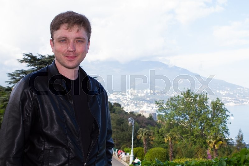 Stock image of 'young guy in Crimea photographed on a background of mountains bear'