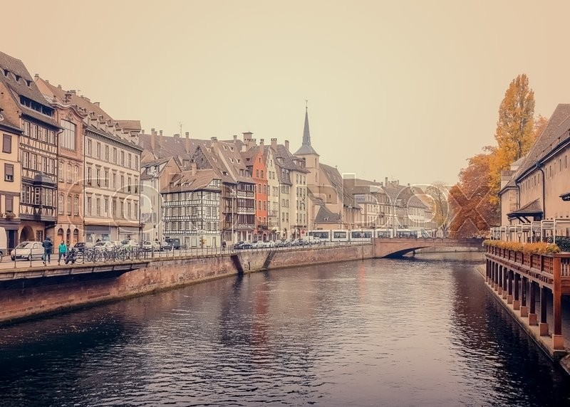 Stock image of 'Old Customs House (Ancienne douane) with the Ill river in Strasbourg'