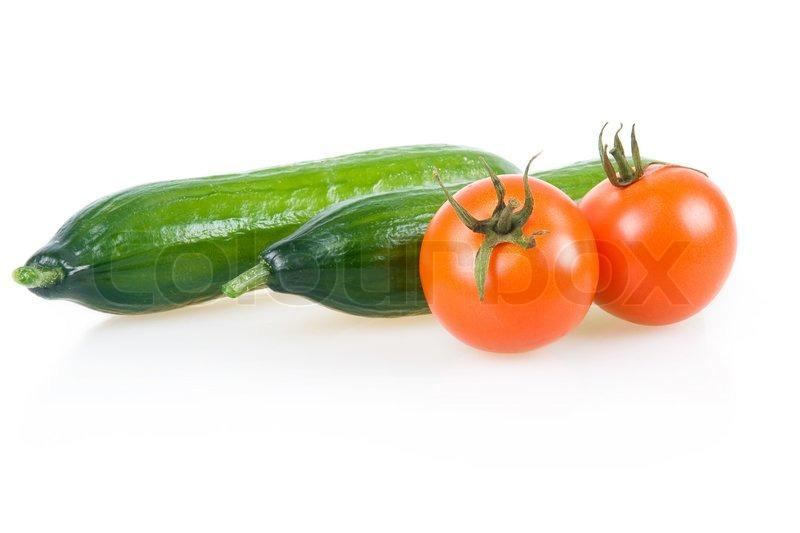 zwei reife tomaten und gurken auf wei en hintergrund stockfoto colourbox. Black Bedroom Furniture Sets. Home Design Ideas