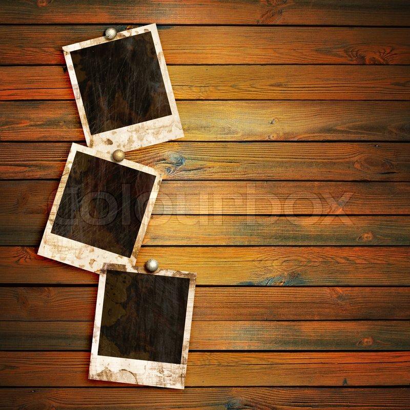 alten bilderrahmen auf holz hintergrund stockfoto. Black Bedroom Furniture Sets. Home Design Ideas