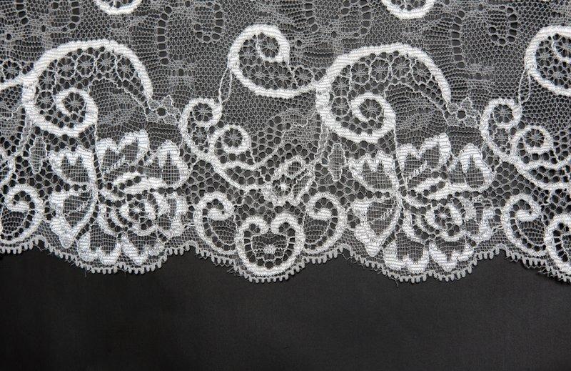 dekorative wei e spitze auf isolierten schwarzem. Black Bedroom Furniture Sets. Home Design Ideas