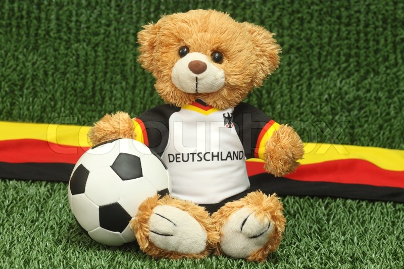 teddy b r mit fu ball trikot auf dem rasen hintergrund stock foto colourbox. Black Bedroom Furniture Sets. Home Design Ideas