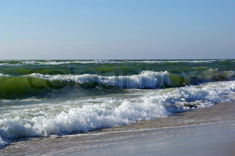Meereswellen Im Einsatz Auf Den Strand Stock Bild