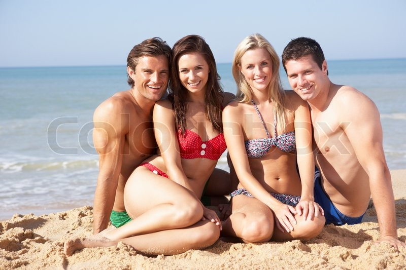 ae4910f5139 To unge par på badeferie | Stock foto | Colourbox