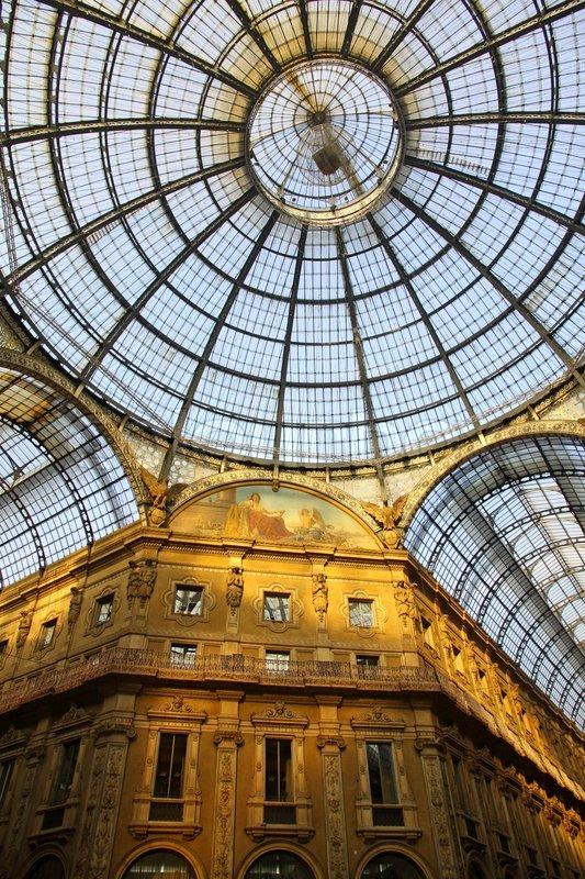 Flur Italienisch Gestalten : Galleria Vittorio Emanuele Shopping Center in Mailand, Italien  Stock