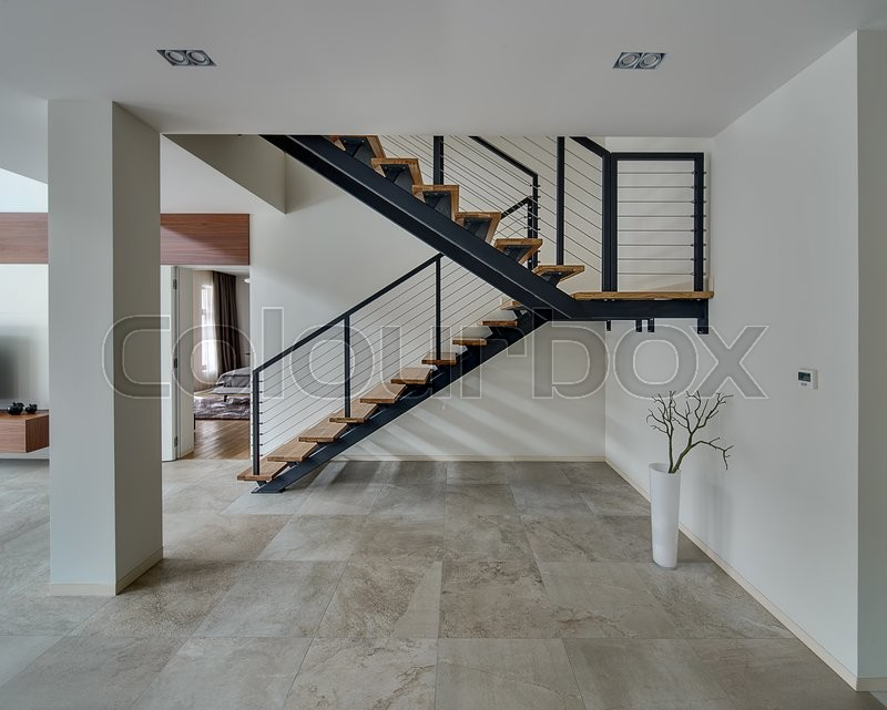 Light hall with light walls and light tiles on the floor - Escaleras metalicas interior ...