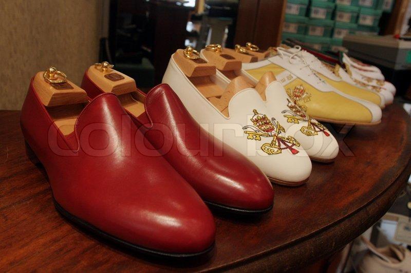 6fef0c9cab6e De røde sko af pave Benedikt XVI og ...