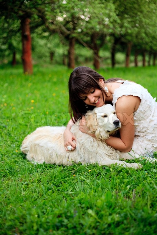 Play With Patterns Prints And Lots Of Accessories For: Girl Play With Golden Retriever In Park