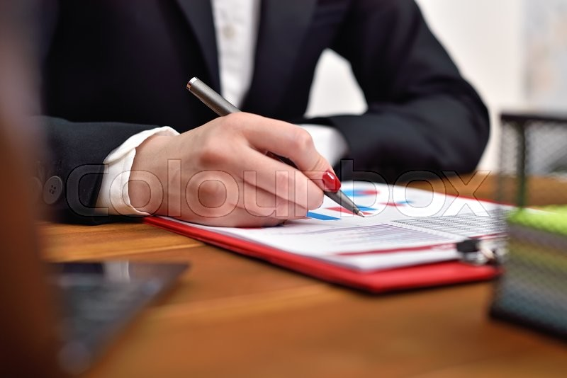 Stock image of 'businesswoman checks the start up report. close up'