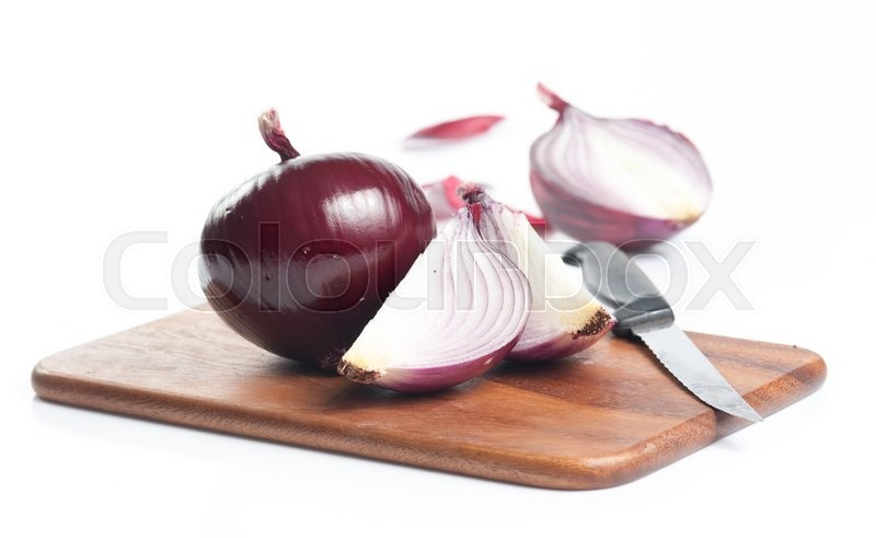 Stock image of 'Red onion on cutting board on white background'