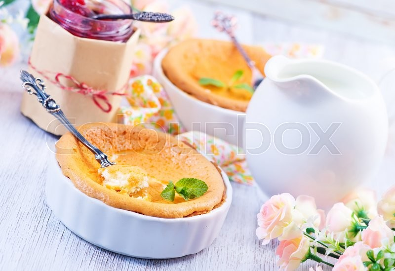 Stock image of 'cheese cake with jam on a table'