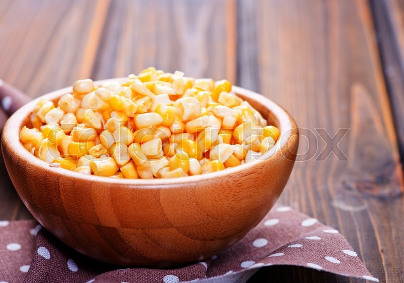Stock image of 'yellow corn in bamboo bowls and on a table'