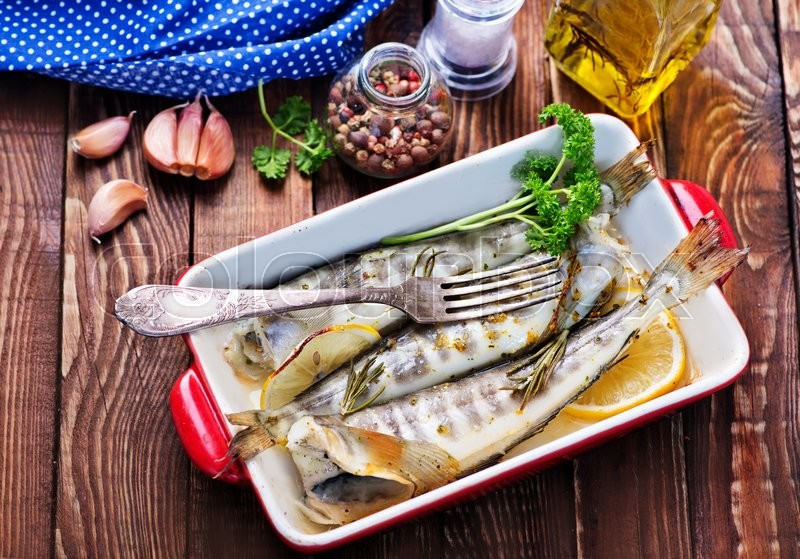 Stock image of 'fried fish in bowl and on a table'