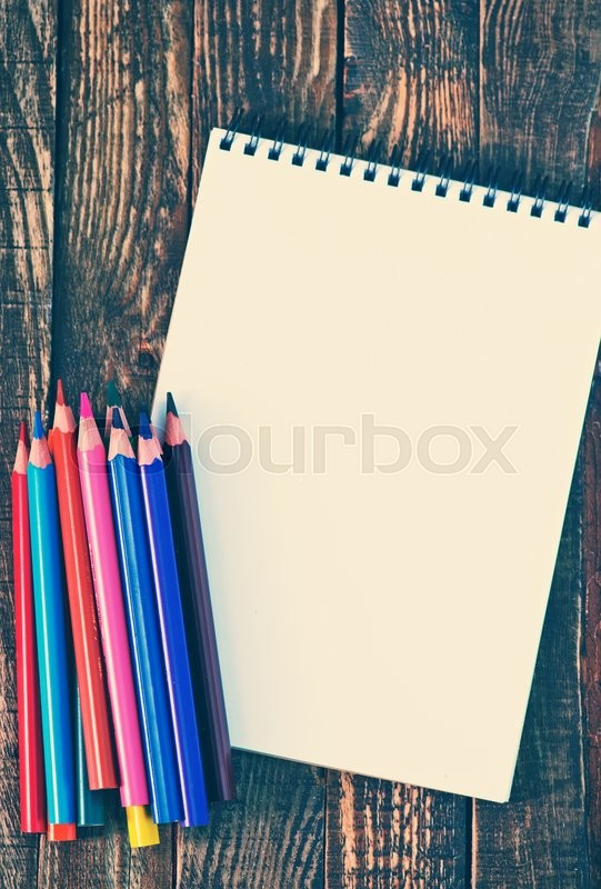 Stock image of 'empty note and color pencils for draw'