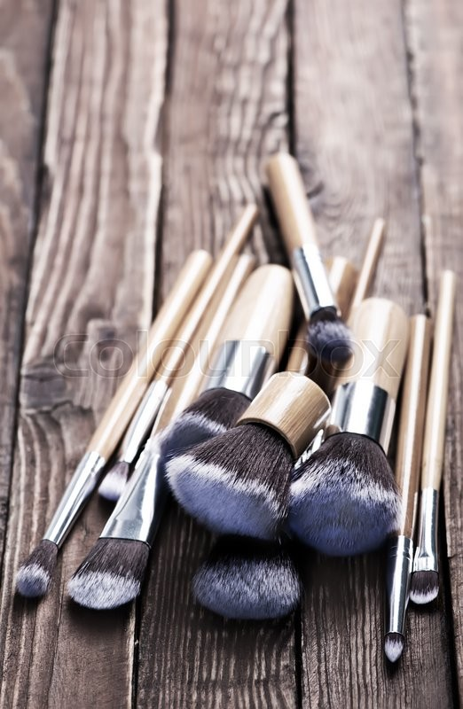 Stock image of 'cosmetic brushes on the wooden table, clear brushes'