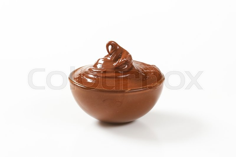 Stock image of 'bowl of chocolate spread on white background'
