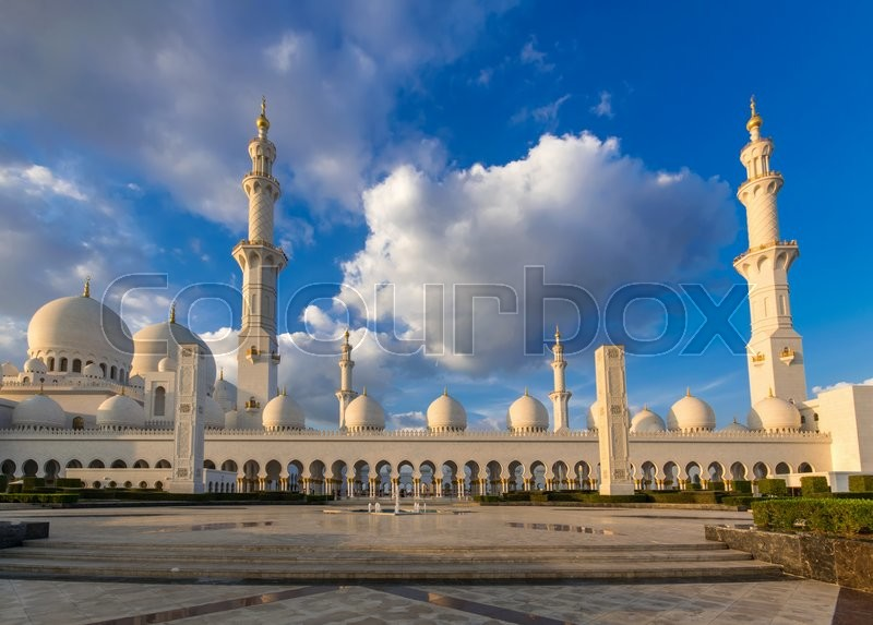 Stock image of 'ABU DHABI, UAE - FEBRUARY 01: Sheikh Zayed Grand Mosque, Abu Dhabi, UAE on February 01, 2016 in Abu Dhabi. The 3rd largest mosque in the world'
