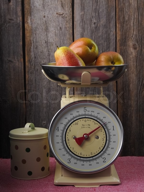 Stock image of 'Pears on a kitchen scale'