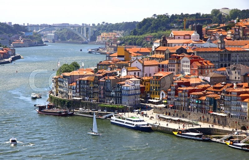 Stock image of 'Aerial view of old center of City of Porto and Douro river, Portugal'