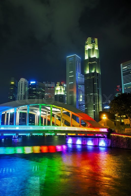Stock image of 'Overview of Singapore with the Alkaff Bridge at night'