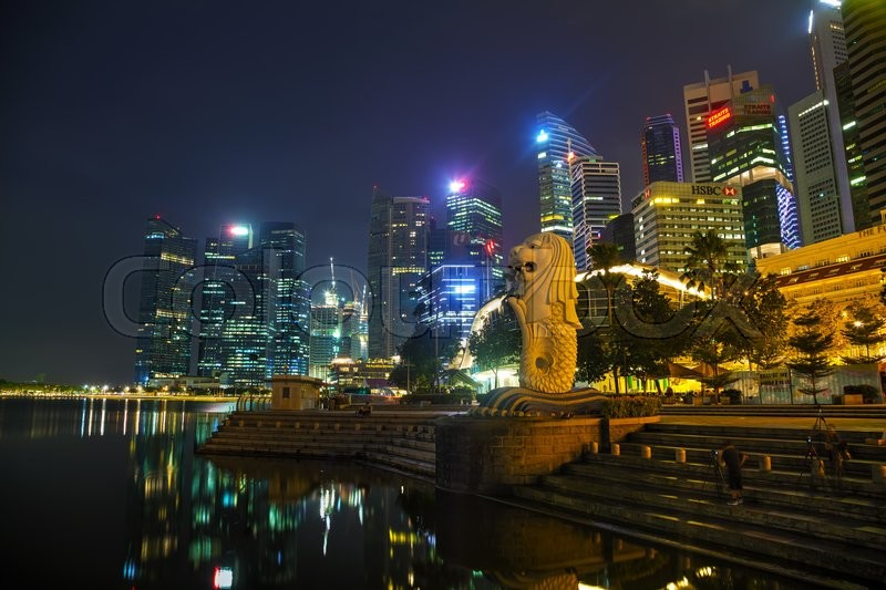 Stock image of 'SINGAPORE - OCTOBER 31: Overview of the marina bay with the Merlion on October 31, 2015 in Singapore.'