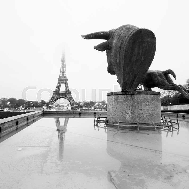 Stock image of 'Sculptures and fountains on Trocadero and Eiffel Tower in Paris, France. Black and white vintage image. Square composition.'