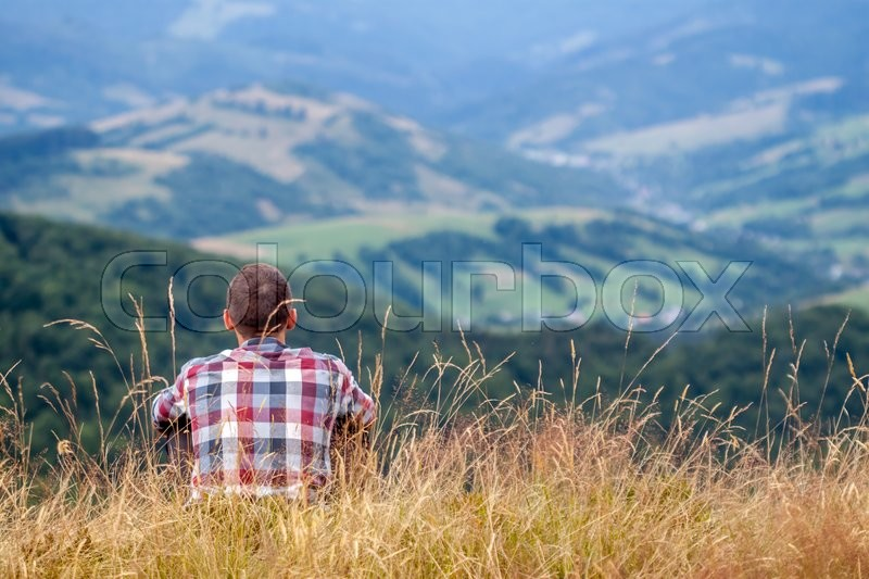 Stock image of 'one man looking at the landscape in Ukrainian Carpathians'