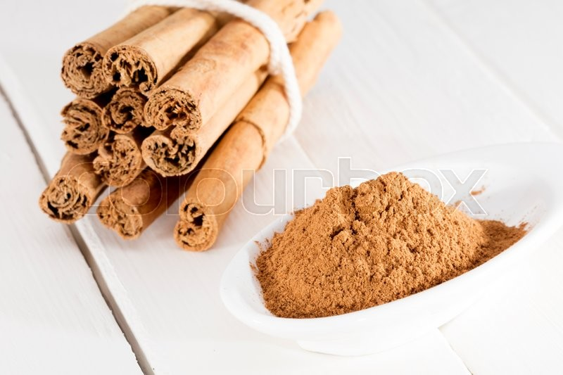 Stock image of 'cinnamon stick and ground'