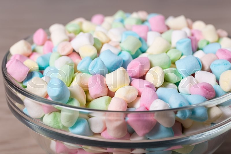Stock image of 'close up of colorful mini marshmallows in glass bowl'