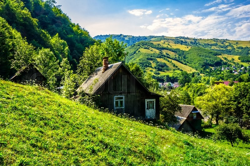 Stock image of 'village on the slopes of the mountains'