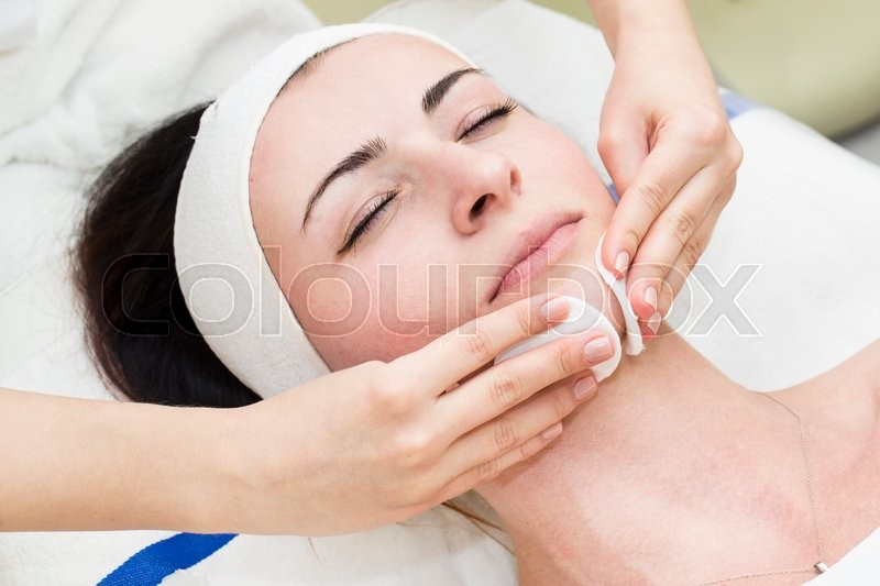 Stock image of 'Process of female massage cosmetic mask in a beauty salon'