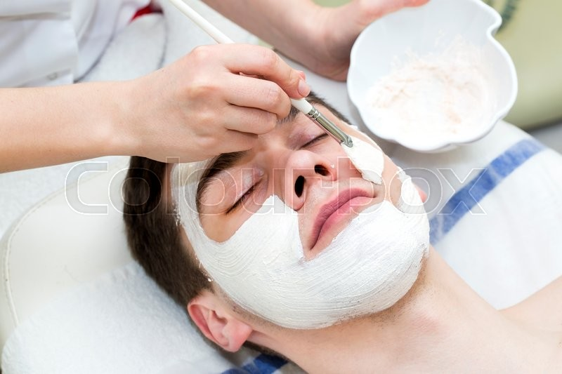Stock image of 'Process of massage and facials in beauty salon'