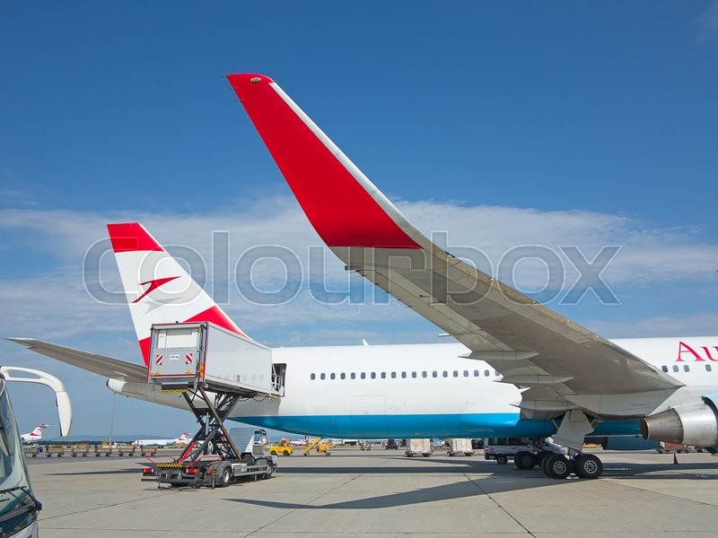 Stock image of 'VIENNA - JULY 8: Austrian Airlines A-319 preparing for take-off in Vienna airport on July 8, 2015 in Vienna, Austria. Vienna airport is home for Austrian Airlines and one of biggest european hubs.'