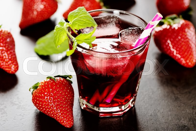 Stock image of 'Refreshing summer drink with Strawberry in glass'