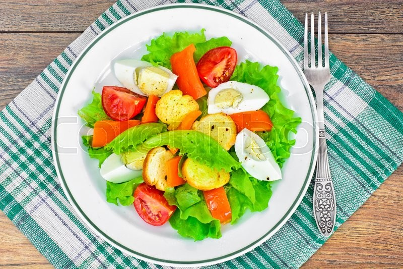 Stock image of 'Lettuce, Tomato and Sweet Pepper with Egg Studio Photo'