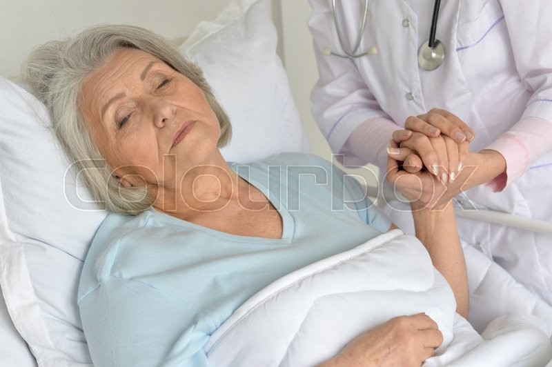 Stock image of 'Portrait of a senior woman in hospital'