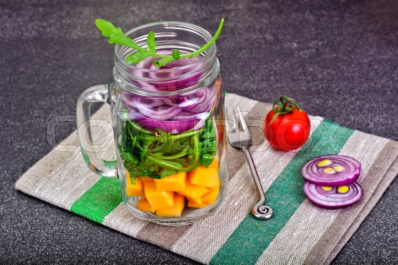 Stock image of 'Salad with Pumpkin, Arugula and Red Onion in Glass Jar Studio Photo'