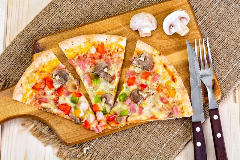 Stock image of 'Pizza with Mushrooms, Peppers and Cheese Studio Photo'