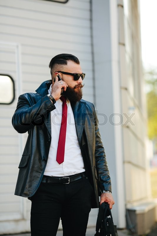Stock image of 'handsome man in a suit posing for the camera in the street'