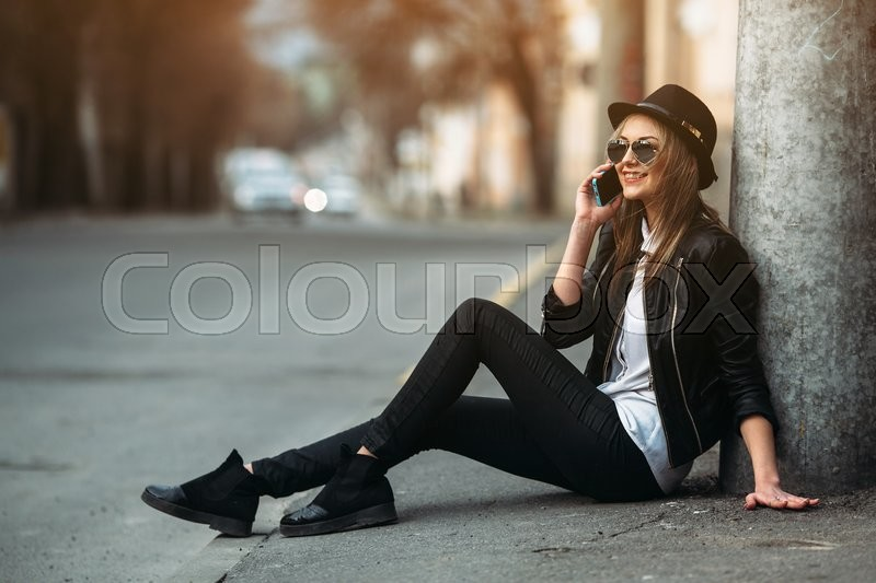 Stock image of 'Photo of a young beautiful woman on the city street'
