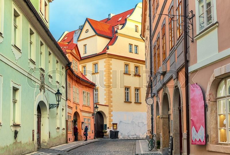 Stock image of 'Narrow cobblestone street among typical colorful houses in Old Town of Prague, Czech Republic.'